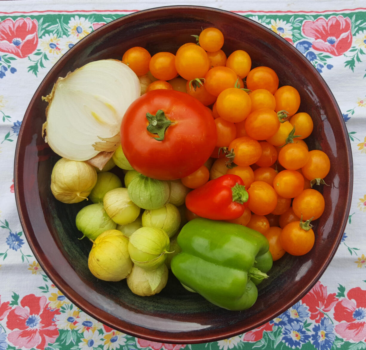 What to do with all these tomatillos, tomatoes and peppers from my garden? Make salsa, of course!