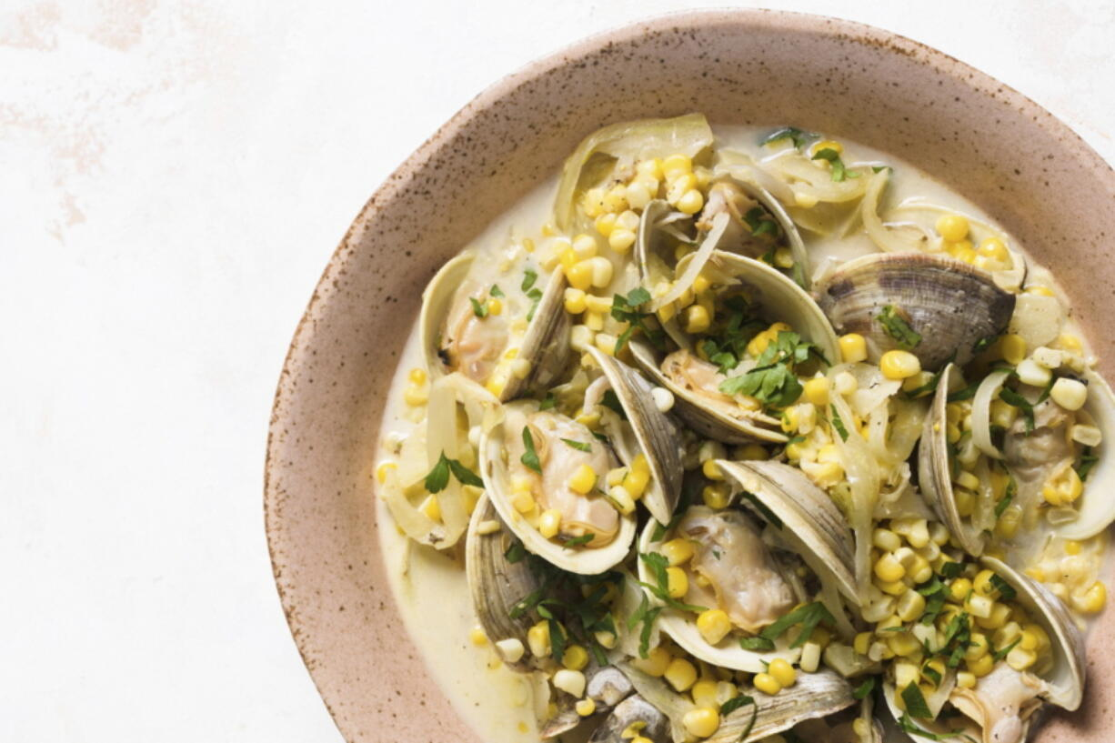 A recipe for steamed clams with corn, fennel and cr?me fra?che.