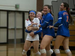 Ridgefield volleyball sweeps Columbia River