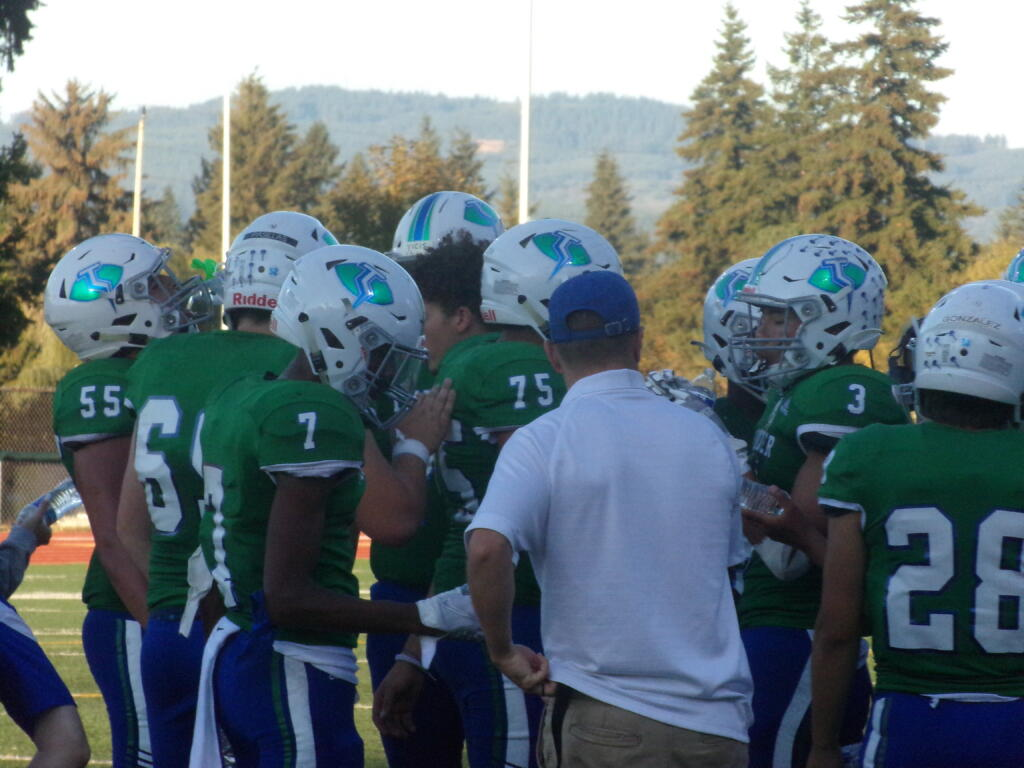The Mountain View linemen come over to the sidelines during a timeout against Heritage on Friday, Sept.