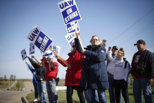 Members of the United Auto Workers strike outside of the John Deere Engine Works plant on Ridgeway Avenue in Waterloo, Iowa, on Friday, Oct. 15, 2021.