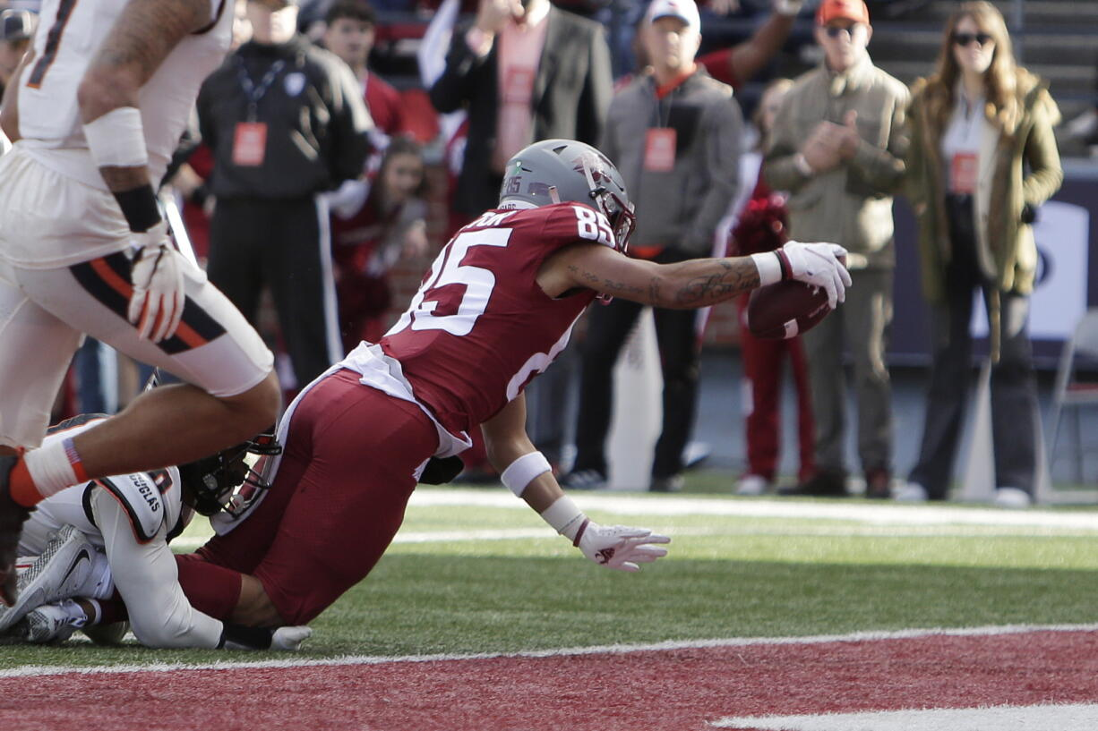 Washington State wide receiver Lincoln Victor, right, reaches for a touchdown while tackled by Oregon State defensive back Akili Arnold during the second half of an NCAA college football game against Oregon State, Saturday, Oct. 9, 2021, in Pullman, Wash.